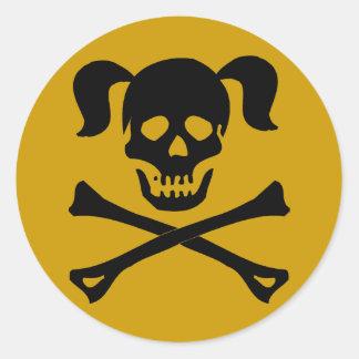 Cráneo negro y bandera pirata con las coletas pegatina