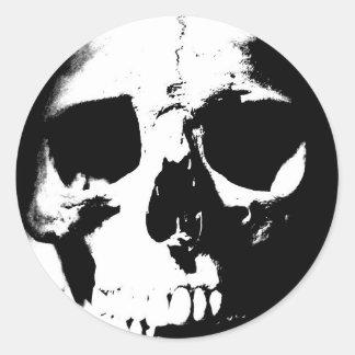 Cráneo negro y blanco pegatina redonda
