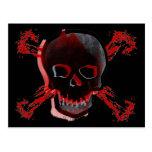 Cráneo negro y huesos cruzados sangrientos tarjetas postales