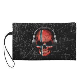 Cráneo noruego rasguñado de DJ con los auriculares
