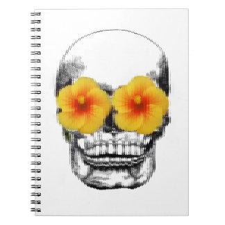 Cráneo observado flor cuaderno