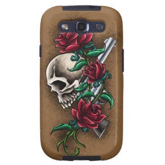 Cráneo occidental con los rosas rojos y la pistola galaxy s3 fundas