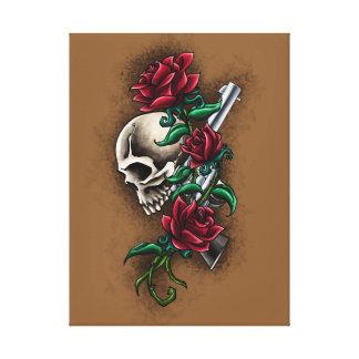 Cráneo occidental con los rosas rojos y la pistola lona envuelta para galerías