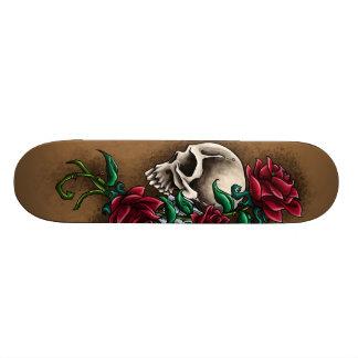 Cráneo occidental con los rosas rojos y la pistola patín personalizado