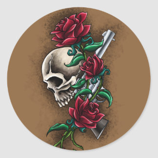 Cráneo occidental con los rosas rojos y la pistola etiquetas redondas