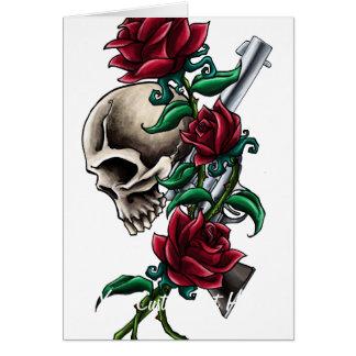Cráneo occidental con los rosas rojos y la pistola tarjeta pequeña