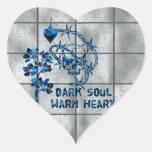 Cráneo oscuro del alma pegatina en forma de corazón