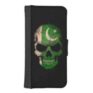 Cráneo paquistaní adaptable de la bandera fundas billetera de iPhone 5