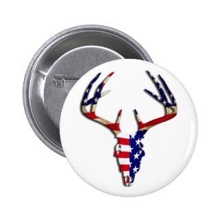 Cráneo patriótico de la caza de los ciervos pin redondo de 2 pulgadas