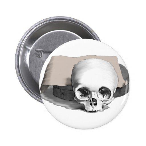 Cráneo, piedra y pergamino pin redondo 5 cm