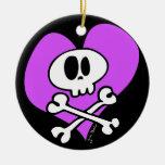 Cráneo poco firme y bandera pirata adorno redondo de cerámica