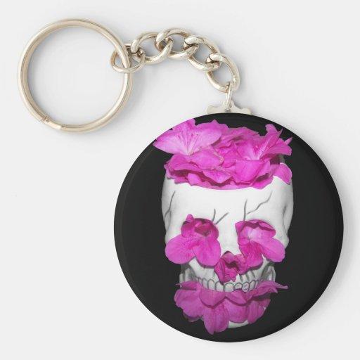 Cráneo por completo de flores rosadas llavero
