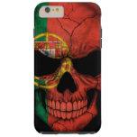 Cráneo portugués de la bandera en negro funda de iPhone 6 plus tough