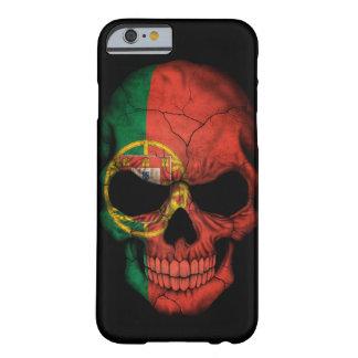 Cráneo portugués de la bandera en negro funda para iPhone 6 barely there