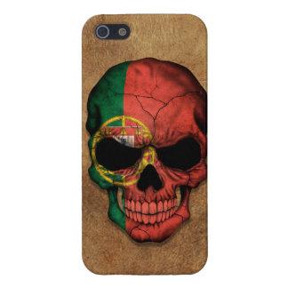 Cráneo portugués envejecido y llevado de la bander iPhone 5 fundas
