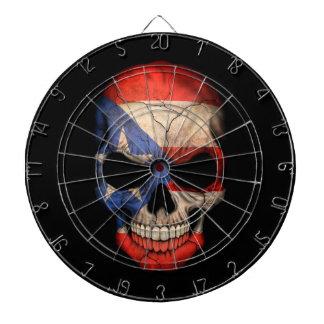 Cráneo puertorriqueño de la bandera en negro tabla dardos
