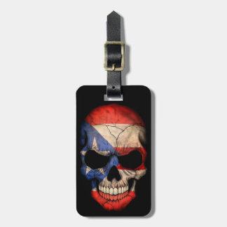 Cráneo puertorriqueño de la bandera en negro etiquetas para equipaje