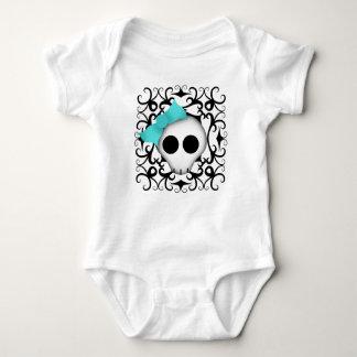 Cráneo punky del gótico lindo con el arco azul en body para bebé