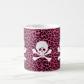 Cráneo punky gótico con el estampado leopardo taza