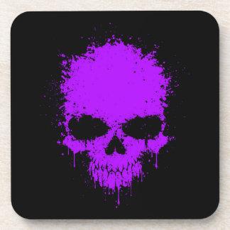 Cráneo púrpura de la salpicadura del goteo posavasos
