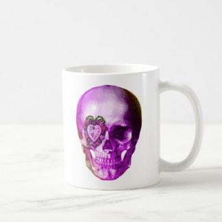 Cráneo púrpura de la tarjeta del día de San Valent Taza