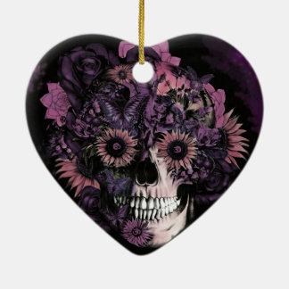 Cráneo púrpura del ohmio con las salpicaduras de l ornamentos de reyes magos