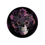 Cráneo púrpura del ohmio con las salpicaduras del  relojes de pared