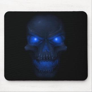 Cráneo que brilla intensamente azul tapetes de raton