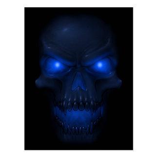 Cráneo que brilla intensamente azul postal