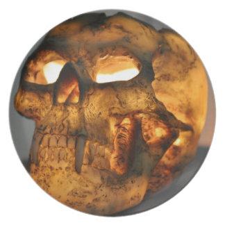 Cráneo que brilla intensamente plato para fiesta
