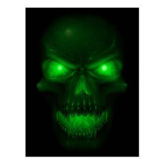 Cráneo que brilla intensamente verde tarjeta postal