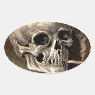 Cráneo que fuma colcomanias de óval personalizadas