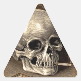 Cráneo que fuma calcomania trianguloada