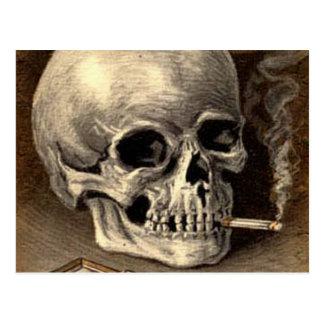Cráneo que fuma tarjeta postal