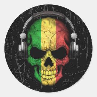 Cráneo rasguñado de Malí DJ con los auriculares Pegatina Redonda