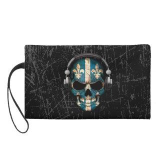 Cráneo rasguñado de Quebec DJ con los auriculares