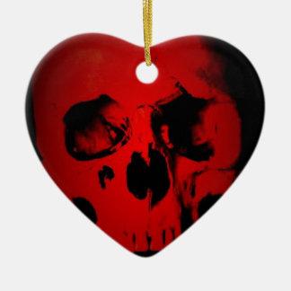 Cráneo rojo adorno navideño de cerámica en forma de corazón