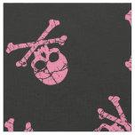 Cráneo rosado agrietado y bandera pirata