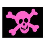 Cráneo rosado brillante y bandera pirata postal