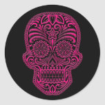 Cráneo rosado complejo del azúcar en negro etiqueta redonda