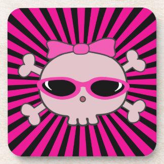Cráneo rosado con las gafas de sol posavasos