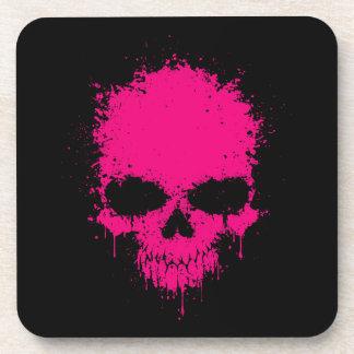 Cráneo rosado de la salpicadura del goteo posavasos de bebida