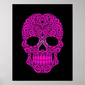 Cráneo rosado del azúcar que remolina en negro poster