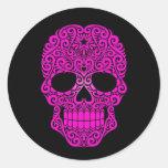 Cráneo rosado del azúcar que remolina en negro etiqueta