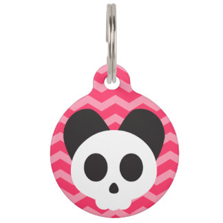Cráneo rosado del perrito identificador para mascota