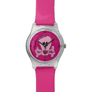Cráneo rosado femenino punky y bandera pirata relojes de mano