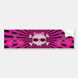 Cráneo rosado lindo con las gafas de sol y las gui pegatina de parachoque