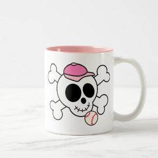 Cráneo rosado lindo y bandera pirata del béisbol taza
