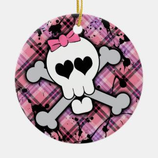 Cráneo rosado y bandera pirata con los corazones y adorno redondo de cerámica
