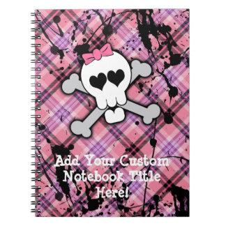 Cráneo rosado y bandera pirata con los corazones y cuadernos